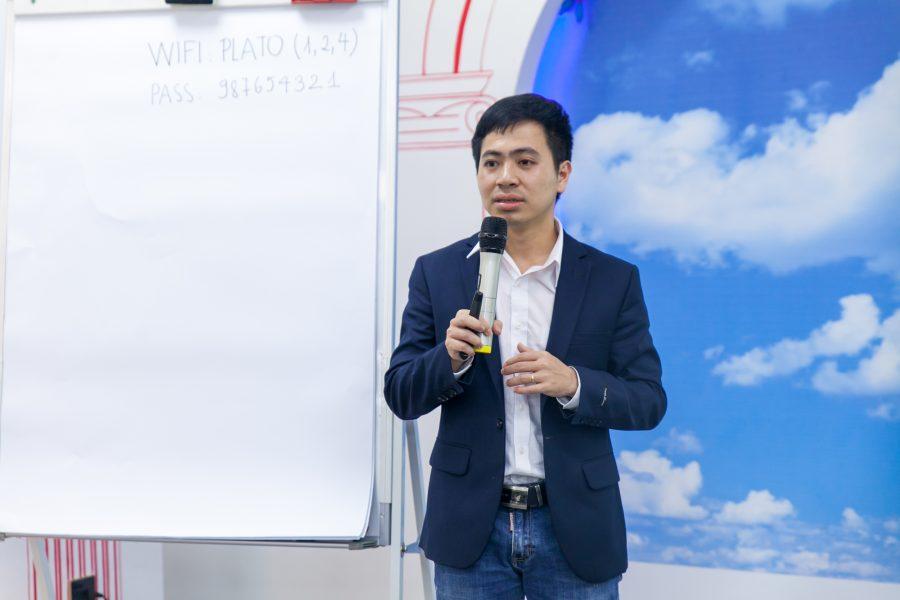 Ông Nguyễn Mạnh Tưởng - Diễn giả talkshow quản trị khách hàng