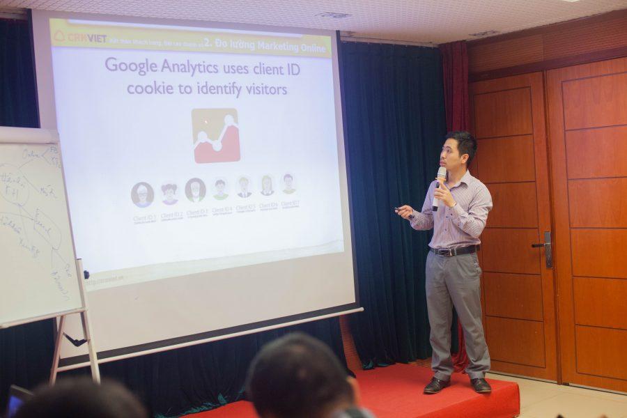 Ông Nguyễn Mạnh Tưởng nói về phần Marketing và giải pháp để đo lường doanh số thực của từng chiến dịch marketing online mang lại.Ông Nguyễn Mạnh Tưởng nói về phần Marketing và giải pháp để đo lường doanh số thực của từng chiến dịch marketing online mang lại.