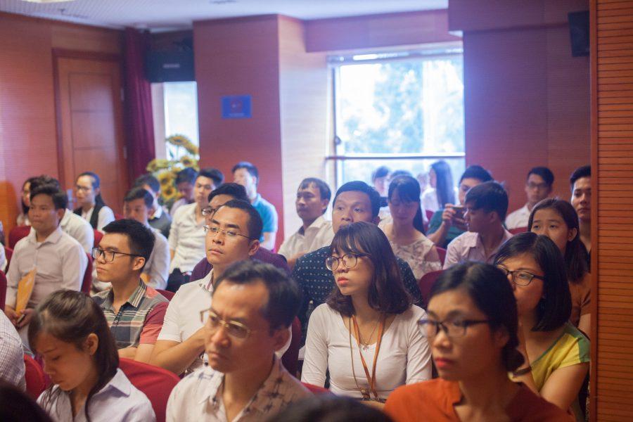 Khán giả theo dõi hội thảo