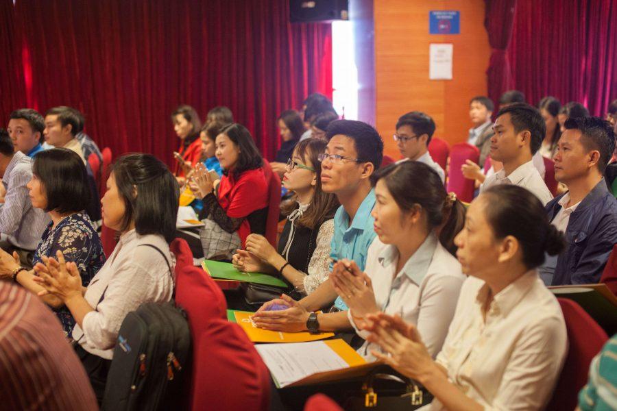 Khách mời đóng góp ý kiến trong buổi hội thảo
