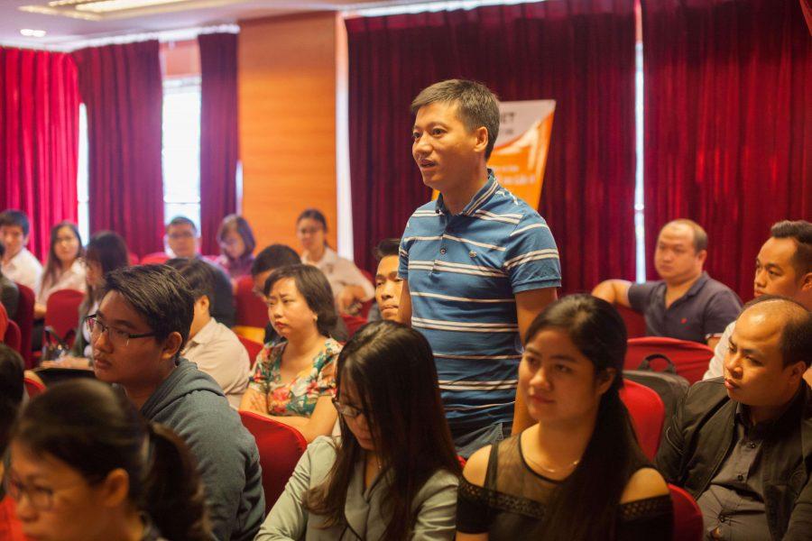 Khách mời cùng đưa ra ý kiến và trao đổi với diễn giả trong suốt sự kiện.