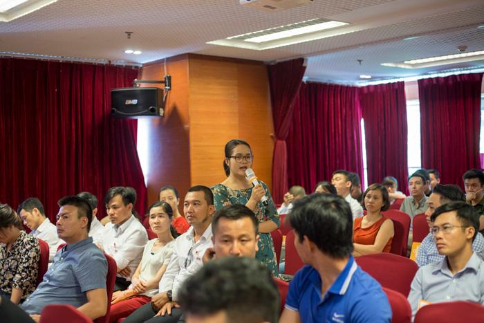 Doanh nghiệp đặt câu hỏi cho các diễn giả
