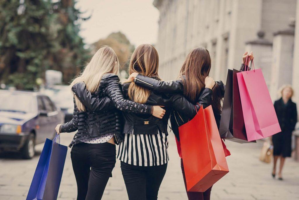 Cách tư vấn khách hàng mua quần áo online