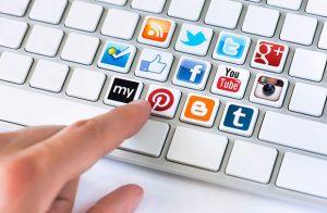 Thu thập phản hồi khách hàng qua mạng xã hội